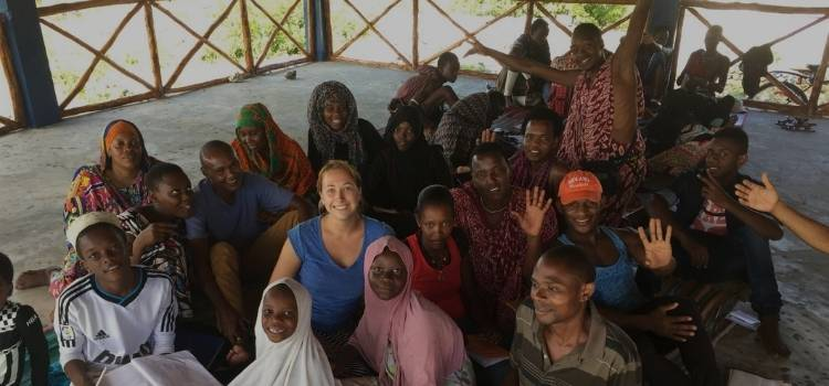 Volunteering can be a great way to meeting people and make friends when travelling solo